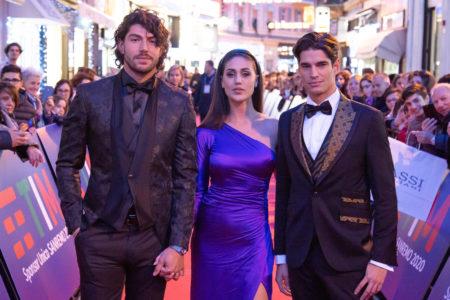 Ignazio Moser e Cecilia Rodriguez con Damian Alvarez sul tappeto rosso di Sanremo 2020