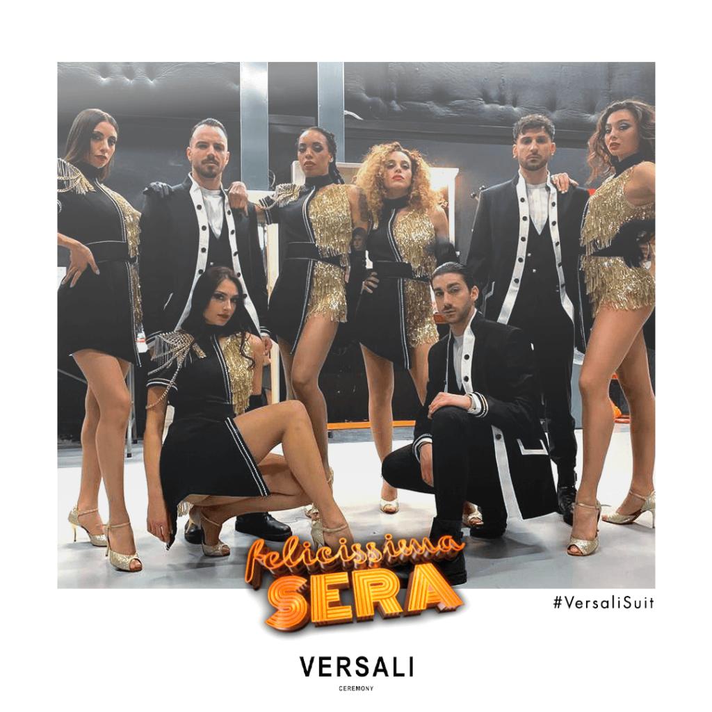 la band e corpo di ballo di felicissima sera veste Andrea Versali Made in Italy 2021 Mediaset canale 5