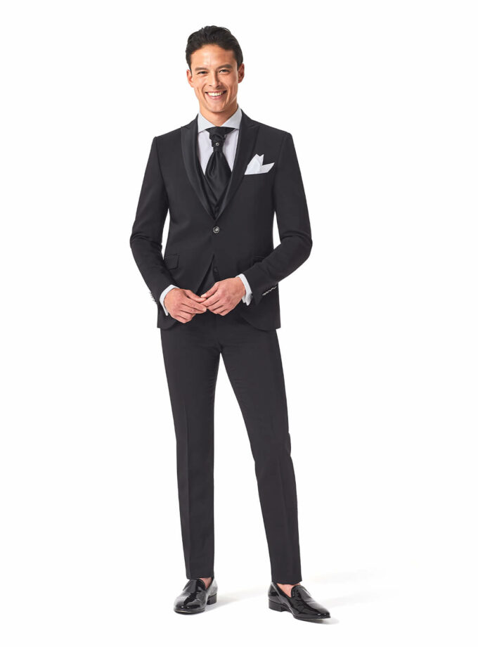 abito elegante nero con rever a lancia e cravattone con gilet in raso Andrea versali