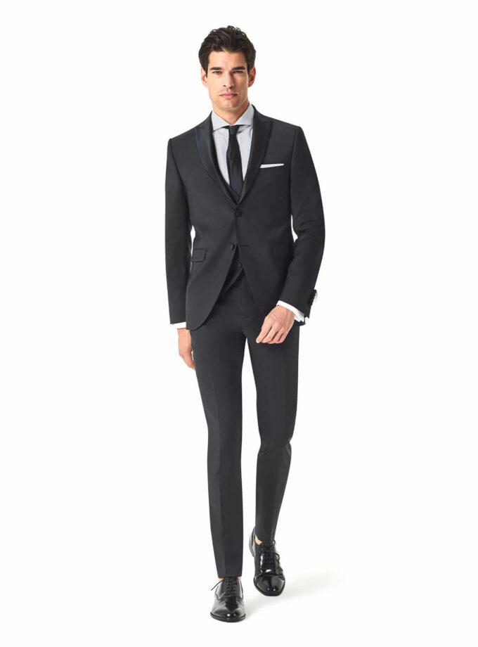abito nero uomo elegante cerimonia 2022